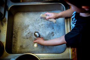 washing-dishes-1112077_1920-1-1